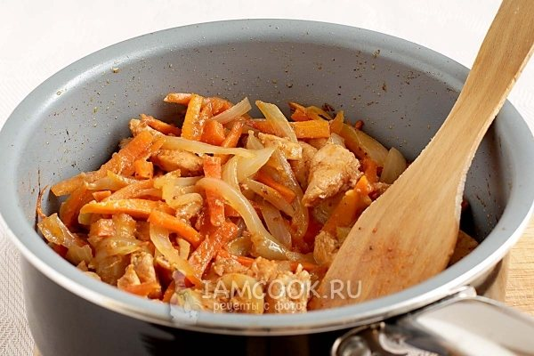 Fry vegetables with meat