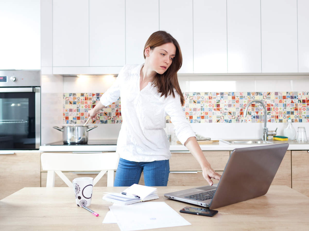 create-the-ergonomic-workstation-to-work-at-home-1
