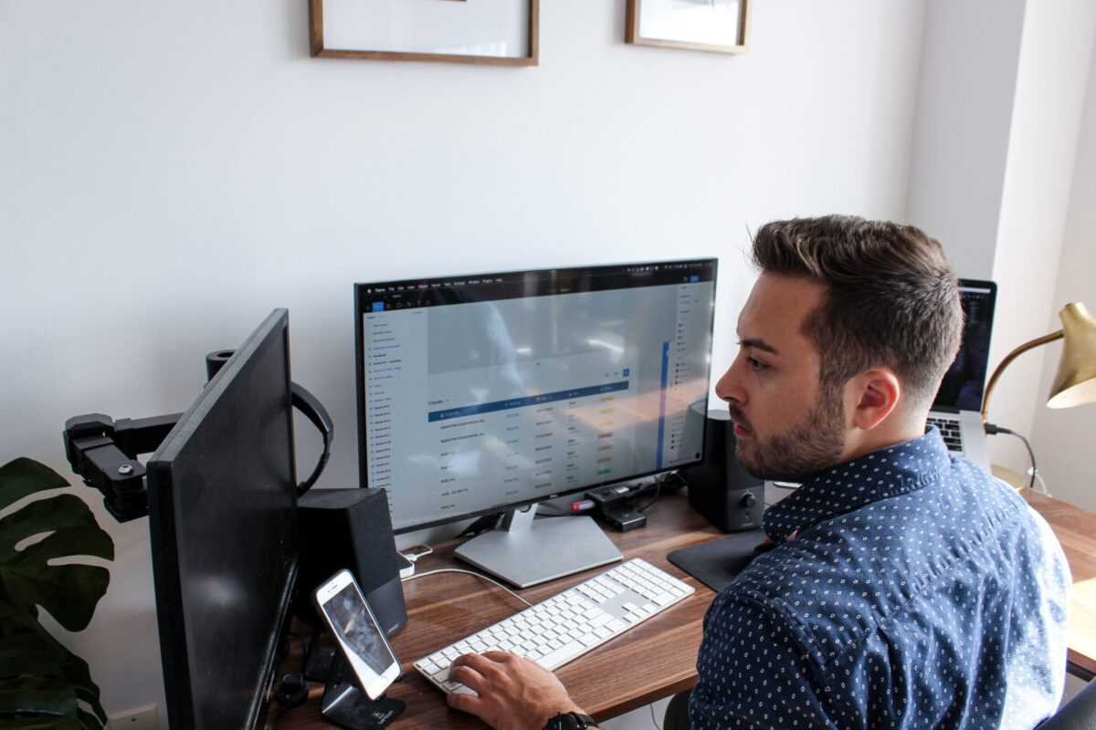creating-the-ergonomic-workstation-for-working-at-home-15